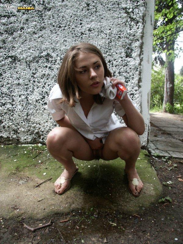 фото писающей девушки бесплатно