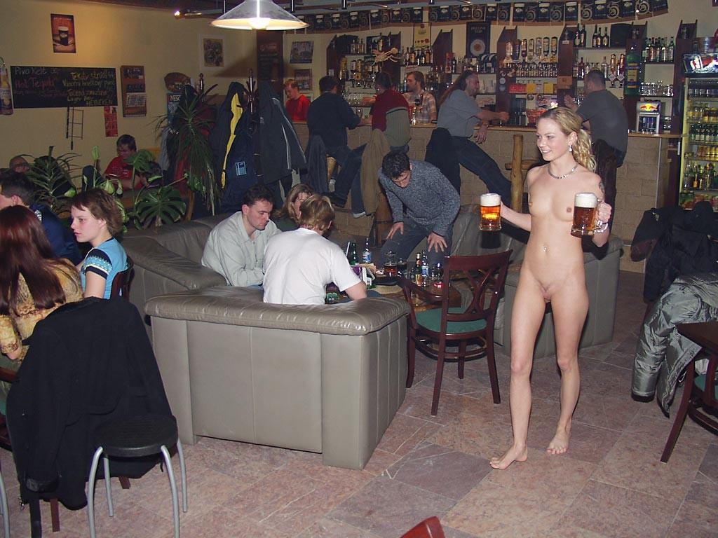 голые официантки в баре фото картинки № 69186