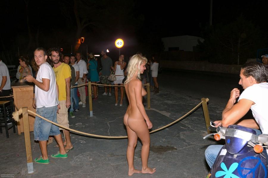 Bikini line shave bumps