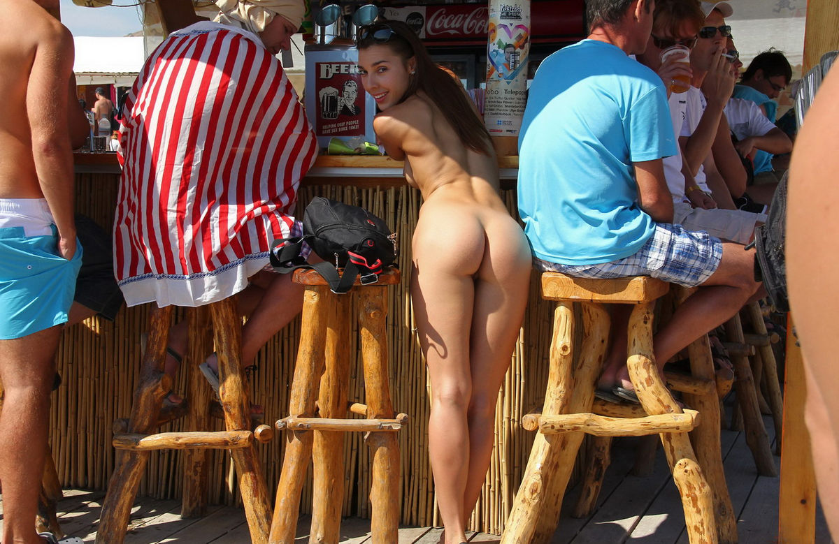 Pictures of women naked in public-3787