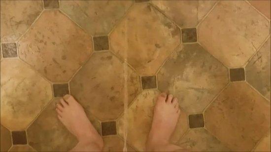 floor piss.jpg