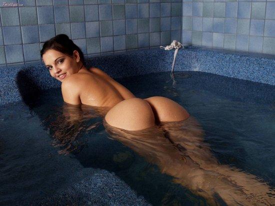 Eve_Bath_010.thumb.jpg.be46e9286960cc56cebe8be7bb3e1718.jpg