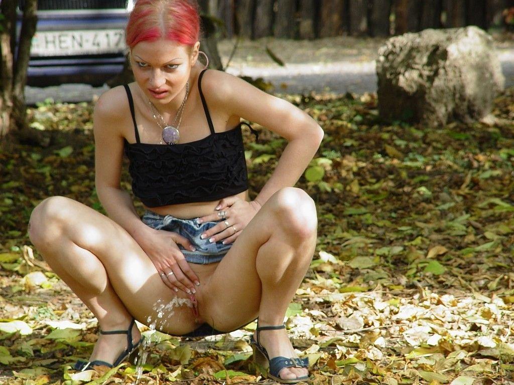 Punk girl peeing — pic 11