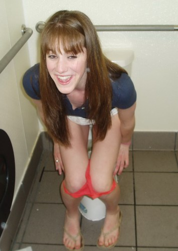 girl_caught_in_the_toilet_101.thumb.jpg.f52d2f8941472a15039b62b6e23418dd.jpg