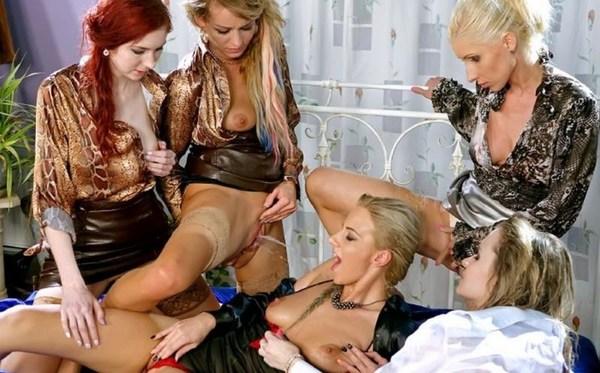 lesbian shower24.jpg