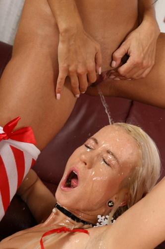 lesbian shower16.jpg