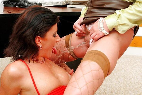 lesbian shower2.jpg