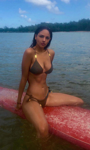 Eiza Gonzalez surf Hawaii.jpg