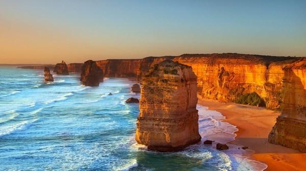 The Twelve Apostles, Port Campbell National Park, Australia.jpg
