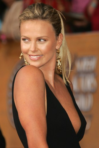 Charlize Theron photo-052 (1).jpg